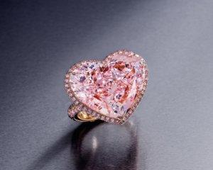 Artfund International Hong Kong auction - 極其珍罕,18K 玫瑰金鑲嵌重約 20.36 克拉 IIA 型心形切割,天然紫 粉鑽石配鉆鑽石戒指,淨度為內部無瑕