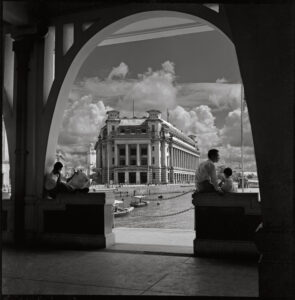 fullerton-building-from-clifford-pier-archways-by-marjorie-doggett-in-singapore